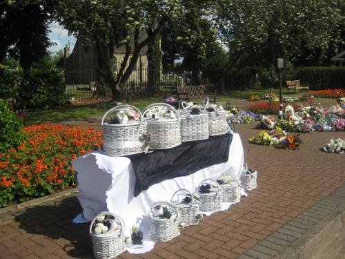 heart-baskets-for-funeral